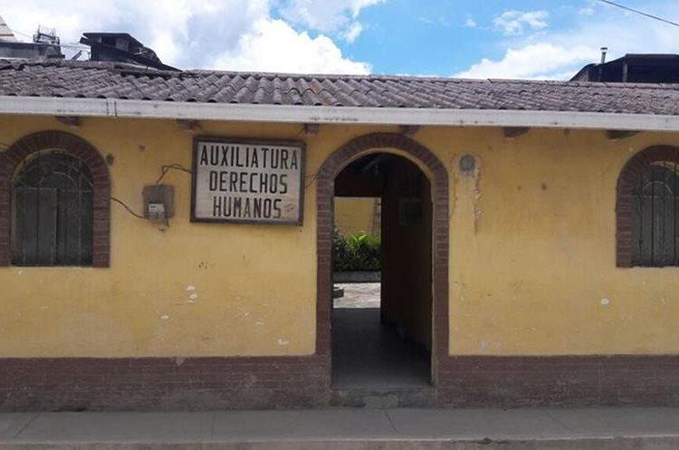 Personal de la oficina de la PDH de Nebaj, Quiché, investiga de una niña que podría casarse con un hombre de 25 años, en Uspantán, Quiché. (Foto Prensa Libre: Héctor Cordero)
