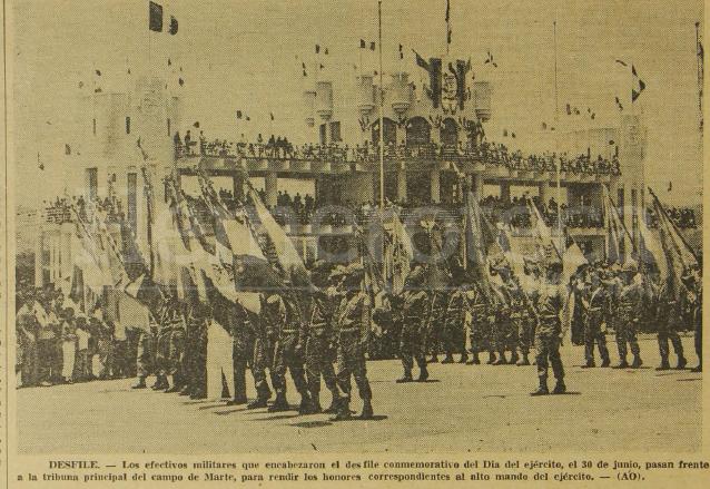 La tribuna militar del Campo de Marte en el desfile del Ejército en 1970. (Foto: Hemeroteca PL)