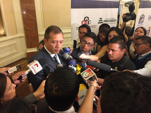 Francisco Rivas, ministro de Gobernación, informa sobre el grupo criminal Los Paisas. (Foto Prensa Libre: Mingob)