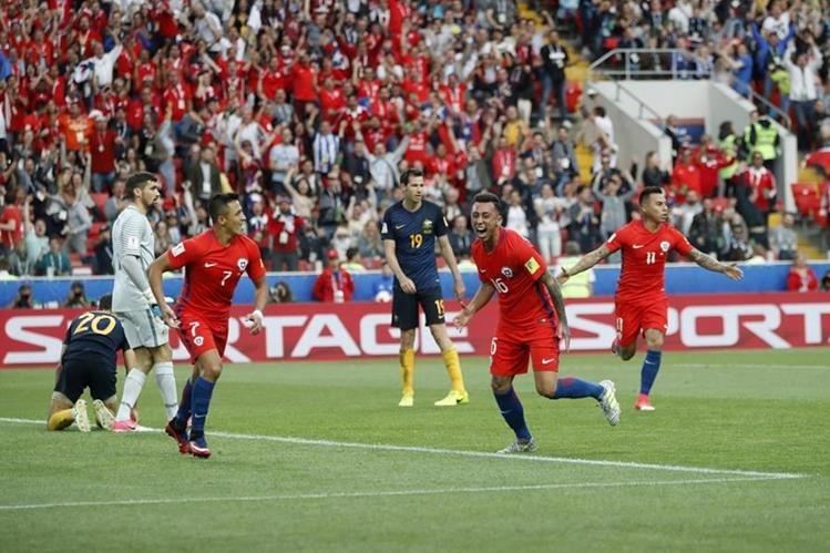 Martín Rodríguez festeja después de marcar el gol del empate de Chile contra Australia. (Foto Prensa Libre: AP)