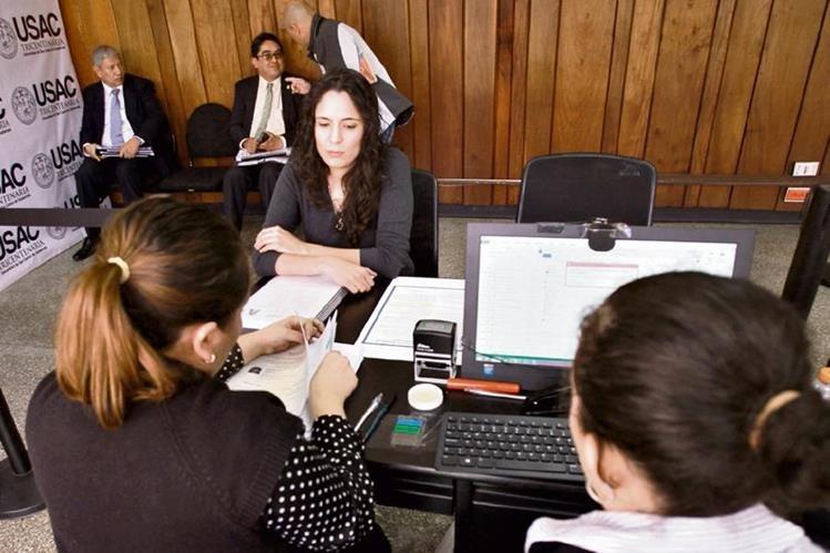Entre las 22 hojas de vida que recibió el Consejo Superior Universitario (CSU) se encuentran las de Gloria Porras, actual presidenta de la CC. (Foto Prensa Libre: Estuardo Paredes)