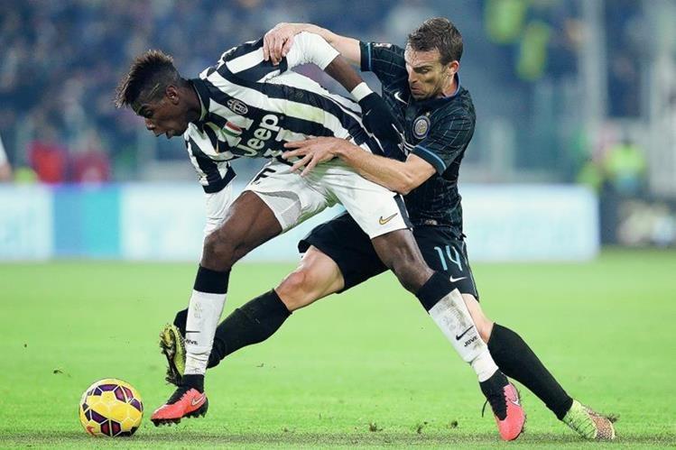 El delantero francés Paul Pogba es muy cotizado por varios equipos europeos. (Foto Prensa Libre:AFP)