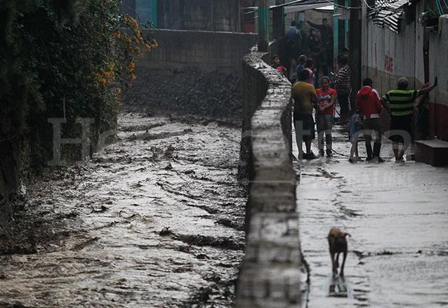 Los habitantes de Santa Inés Petapa viven en constante riesgo por el crecimiento del río Platanitos. (Foto: Hemeroteca PL)