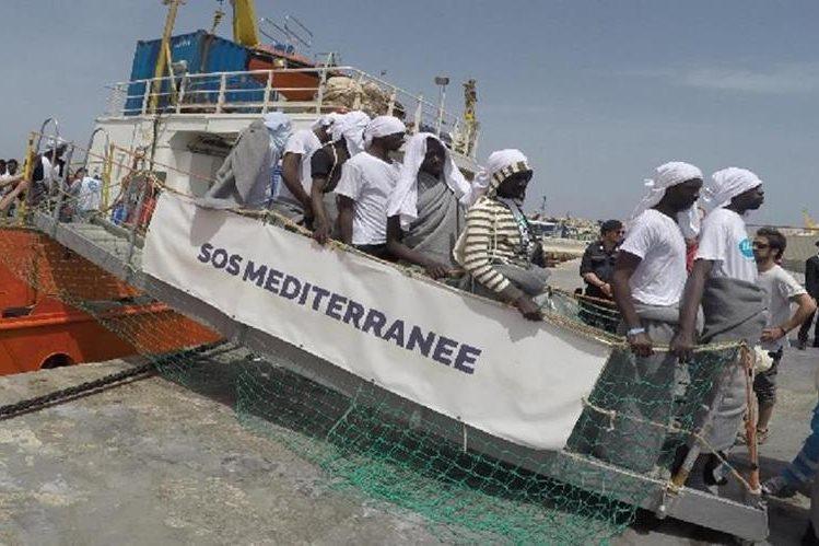 Refugiados desembarcan en Lampedusa, Italia.(EFE).