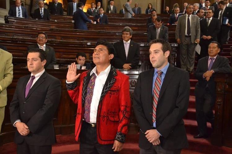 Eduardo Cruz Gómez Raymundo es juramentado en el Congreso de la República. Foto Prensa Libre: Cortesía José Castro.