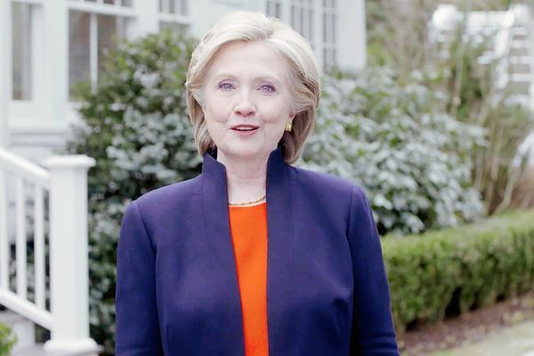 Hillary Clinton hizo oficial su candidatura por el Partido Demócrata. (Foto Prensa Libre:AP)AP