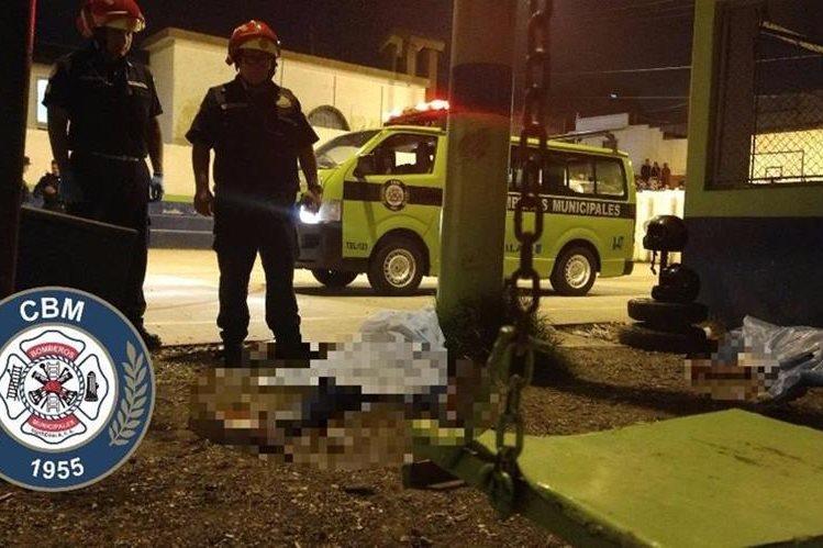 Lugar donde quedaron los cuerpos de las víctimas. Foto Prensa Libre: Bomberos Municipales.