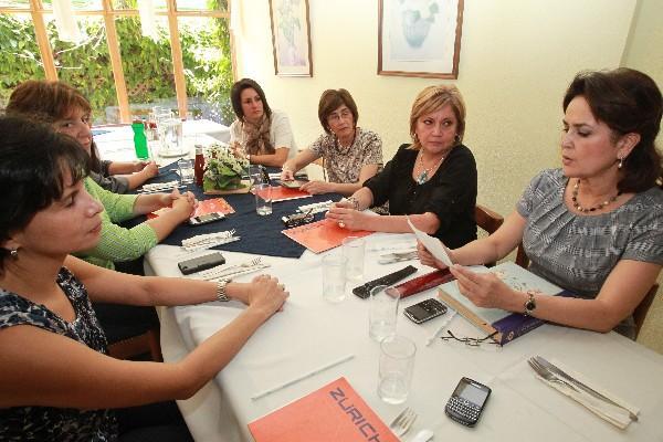 <p>El grupo se reúne cada 15 días, en un restaurante, donde  comparte experiencias.</p>