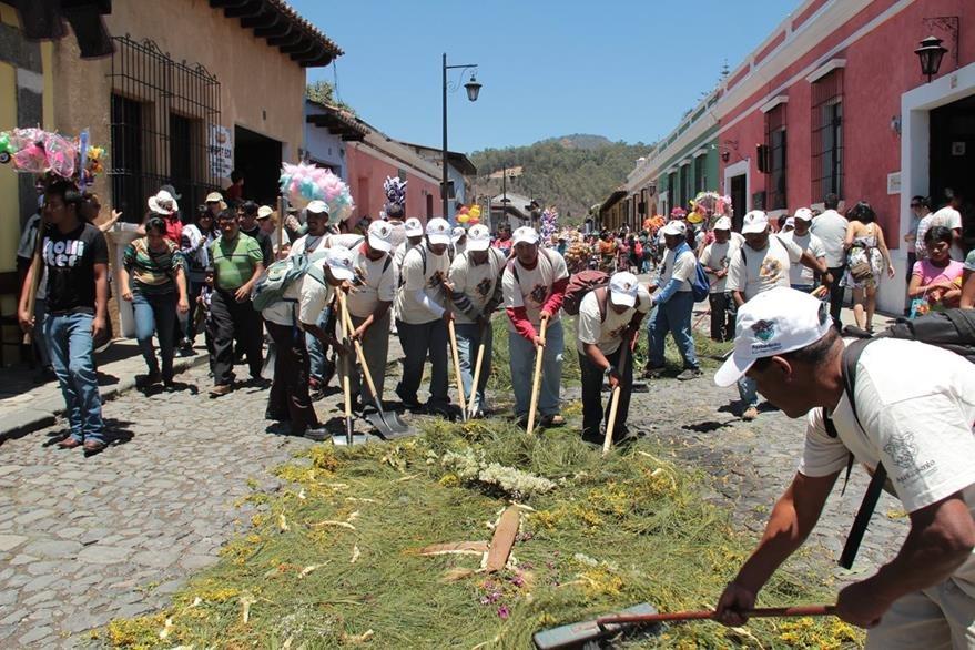 En Antigua Guatemala se involucraron cerca de 120 efectivos divididos en dos grupos de trabajo. (Foto Miguel López)
