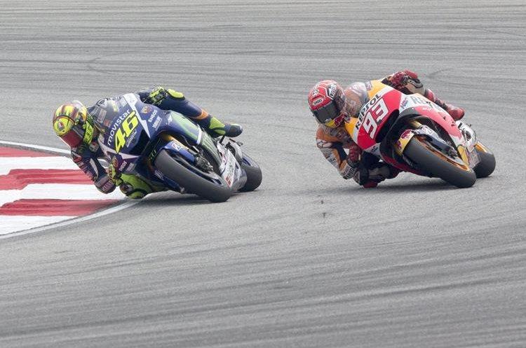 Marc Márquez y Valentino Rossi protagonizaron la carrera. (Foto Prensa Libre:EFE)