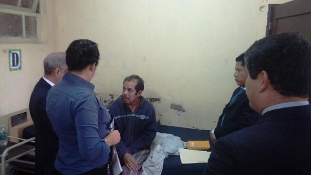 La audiencia se realizó en el cuarto del afectado por el choque. (Foto Prensa Libre: Marcela Morales)