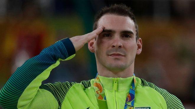 Como Arthur Zanetti, medalla de plata en gimnasia, más de 140 competidores de Brasil son parte de un programa de las Fuerzas Armadas del país sede. (AP)