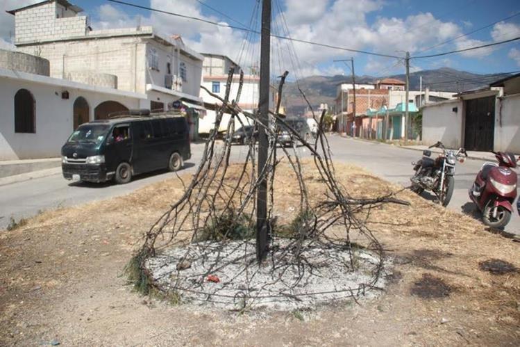 Estructura que fue quemada en la zona 3 de Huehuetenango. (Foto Prensa Libre: Mike Castillo).
