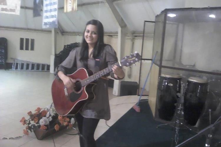 Gabriela Barrios, a quien le gustaba tocar guitarra y cantar. (Foto Prensa Libre: Cortesía)