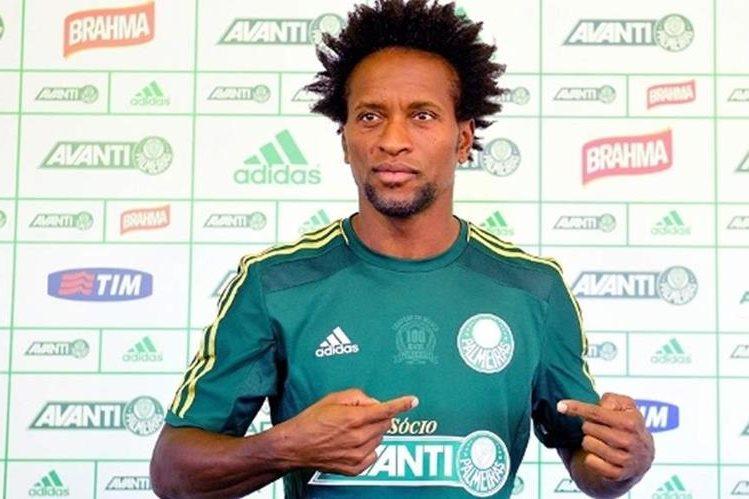 El futbolista brasileño Ze Roberto de 42 años anunció que pondrá fin a su carrera como jugador activo al final de la temporada. (Foto Prensa Libre: Hemeroteca)
