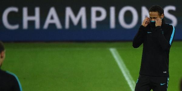 Neymar, durante el entrenamiento de este martes. (Foto Prensa Libre: AFP)