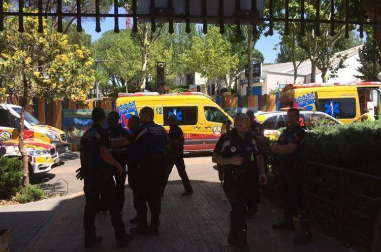 El accidente ocurrió esta madrugada en la montaña rusa del lugar. (Foto Prensa Libre: @EmergenciasMad)