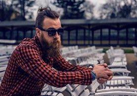 La barba frondosa y bien cuidada debe acompañarse de un cabello cortado y peinado con cera para moldearlo. Si quiere dar un look enigmático y seductor, no sonría en las fotos (Foto Prensa Libre: Servicios).