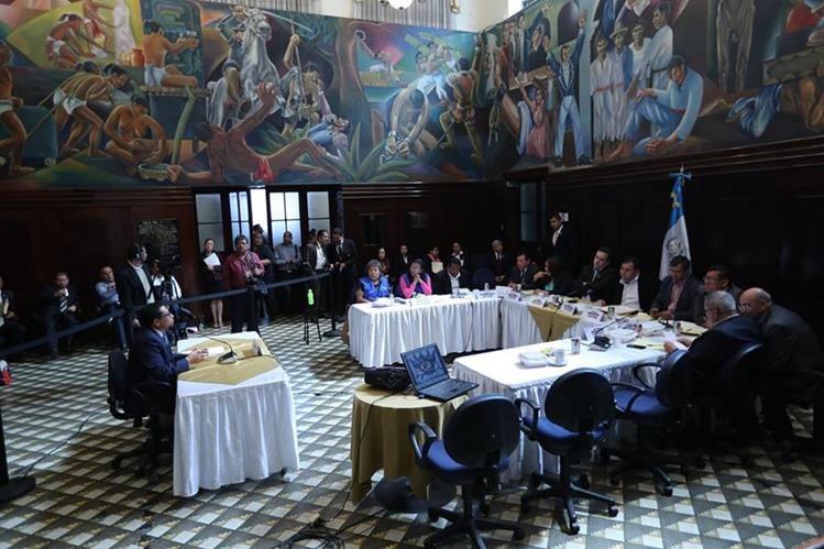 Comisión del Migrante entrevistó a 14 aspirantes para dirigir el Conamigua. Cinco integrarán el listado y Congreso elegirá al secretario y subsecretario. (Foto Prensa Libre: É. Ávila)