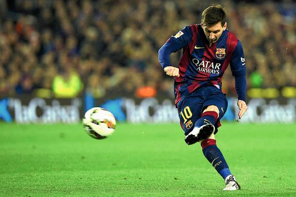El delantero argentino, Lionel Messi es el jugador que más gana, según la revista France Football. (Foto Prensa Libre: AFP)