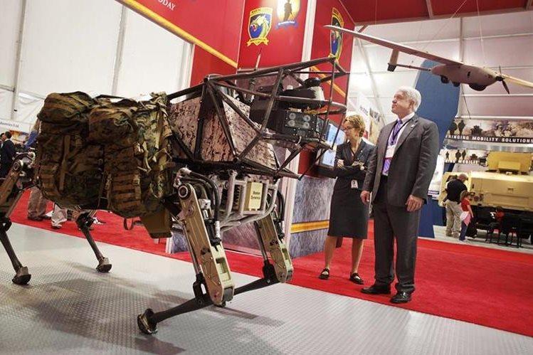 Boston Dynamics ha sorprendido por sus robots que han simulado animales y que han cumplido distintas tareas, como saltar (Foto Prensa Libre: AP).