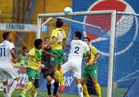 Los albos igualaron 1-1 en el Mateo Flores con Petapa