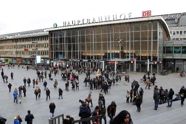 Identifican a 18 solicitantes de asilo relacionados con agresiones en Colonia.