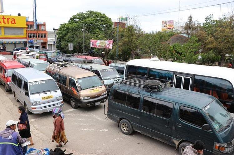 Recientemente transportistas paralizaron el servicio en varias rutas de Quiche, por el mal estado de las carreteras. (Foto Prensa Libre: Héctor Cordero)