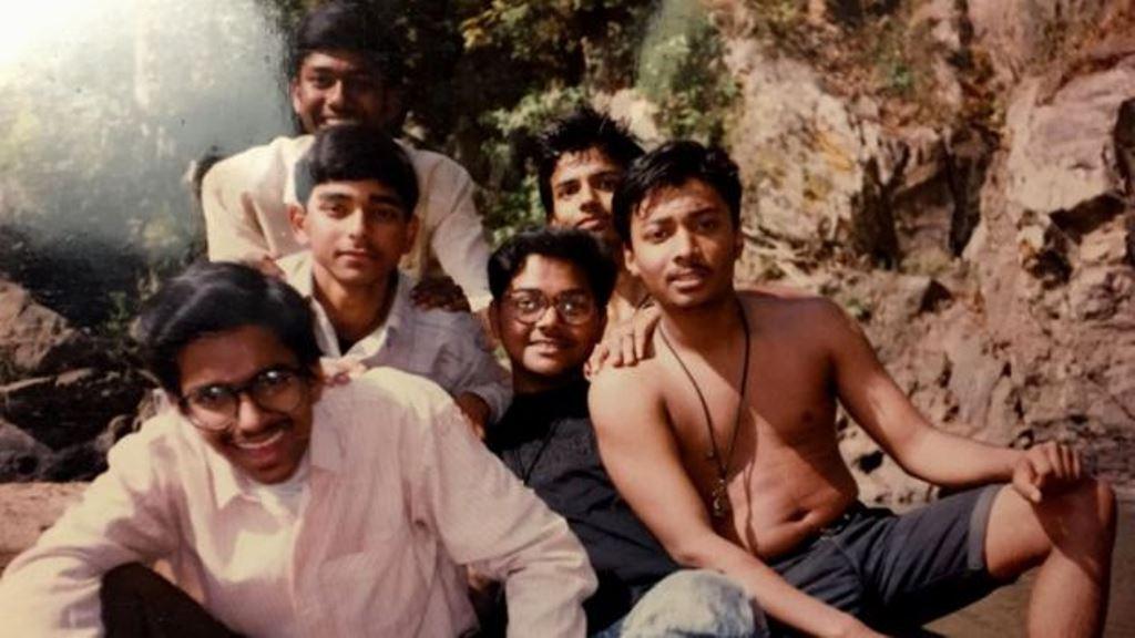 Para Ambarish Mitra (al medio) su paso por lo barrios pobres de India fue una aventura. AMBARISH MITRA