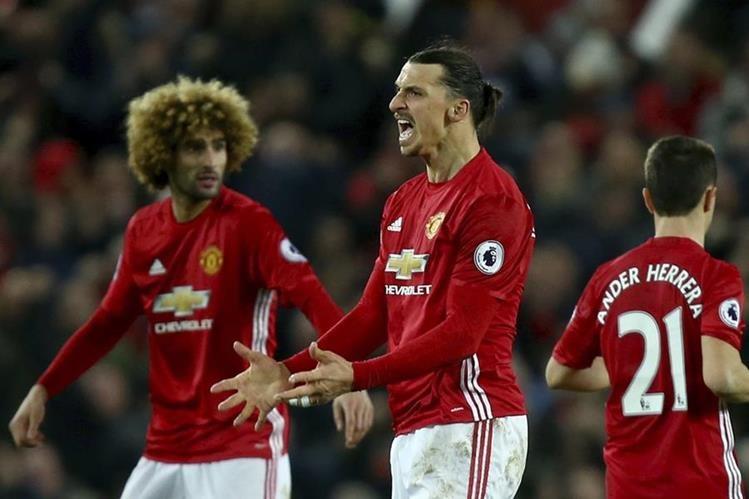 Un gol de Zlatan Ibrahimovic evitó la derrota en Old Trafford del Manchester United (1-1), sometido durante gran parte del partido por el Liverpool. (Foto Prensa Libre: AFP)