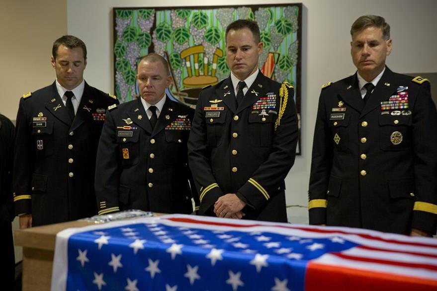 Las cinco familias de la querella perdieron sus seres queridos en ataques en los dos últimos años.  (Foto Prensa Libre: AP).