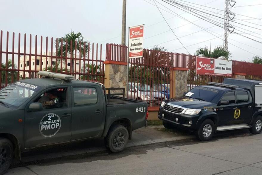 """A los pandilleros también les fueron registrados varios """"negocios"""" que aparecían en registros policiales. (Foto Prensa Libre: AFP)."""