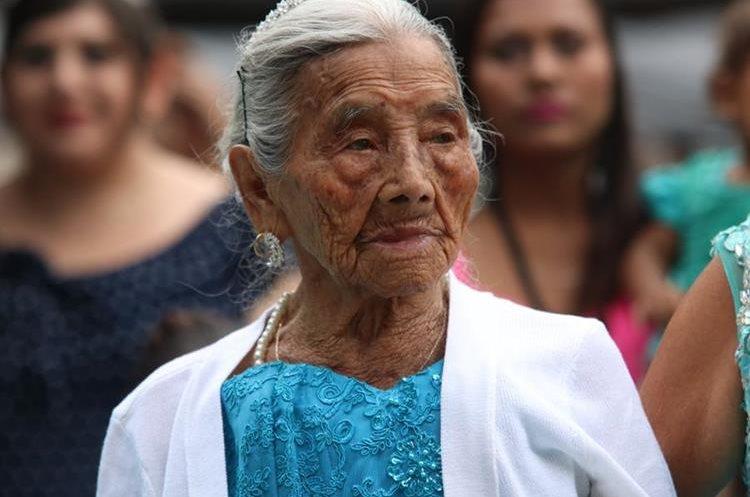 """Familiares y amigos asistieron a la fiesta de 100 años de """"Mamauca""""."""