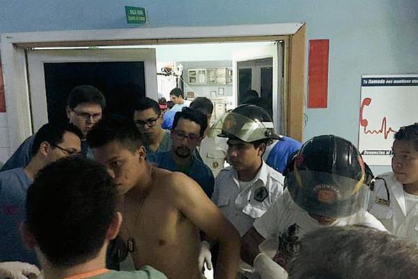 Los heridos fueron trasladados al Hospital Roosevelt. (Foto Prensa Libre: Bomberos Voluntarios).