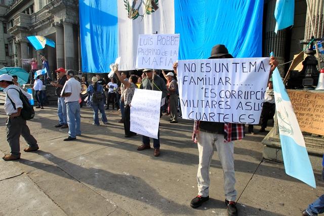 Se hizo ver el rechazo a la vinculación de familiares de Jimmy Morales con un caso de corrupción. (Foto Prensa Libre: Paulo Raquec)