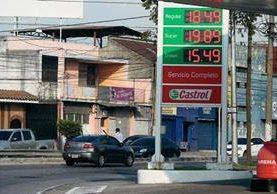 Precios de combustibles han variado durante todo el año 2015. (Foto Álvaro Interiano).