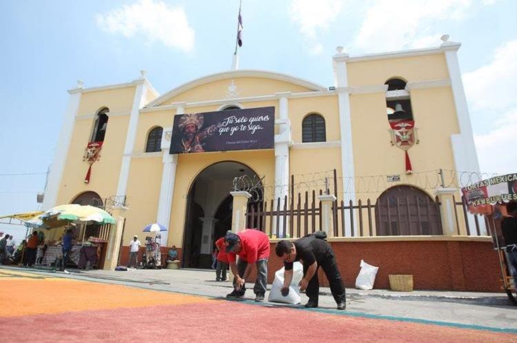 De la iglesia de San José salió la procesión a las 14:00 horas.
