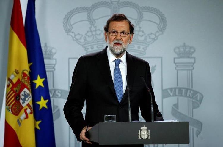 Mariano Rajoy, durante la rueda de prensa en el Palacio de la Moncloa tras la declaración unilateral de independencia.(EFE).