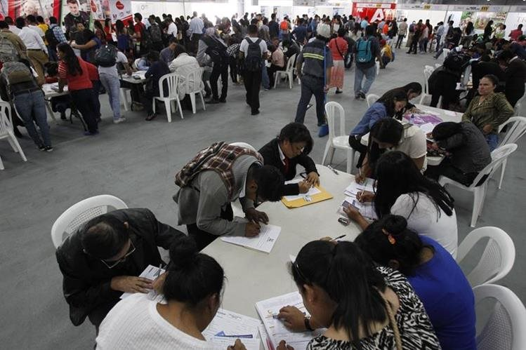 Miles de personas están en busca de un trabajo formal en Guatemala. (Foto Prensa Libre: Hemeroteca PL)