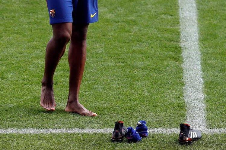 Yerry Mina con los pies descalzos promete darlo todo con el Barcelona