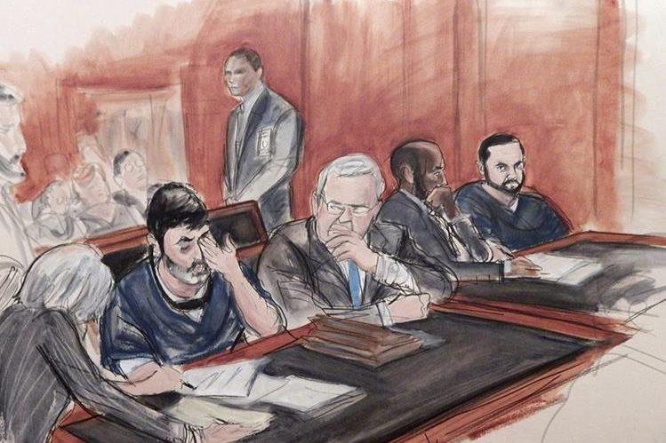 Efrain Antonio Campo Flores, sentado en segundo lugar desde la izquierda, y su primo Franqui Francisco Flores De Freitas, a la derecha, en la corte federal de Manhattan. (Foto Prensa Libre: AP).