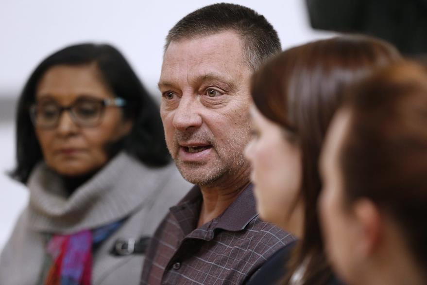 Autoridedes del Consulado de Interfaith Immigration habla de los preparativos para recibir a refugiados en Manitoba.(AP).