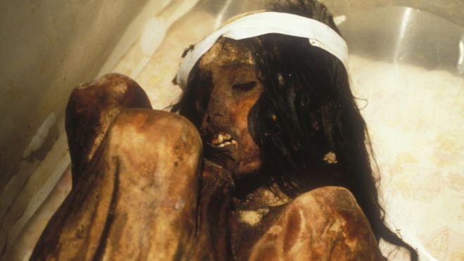 La momia Juanita, es un cuerpo muy bien preservado de una niña inca. Se cree que murió entre los años 1450 y 1480, cuando tenía entre 12 y 15 años.