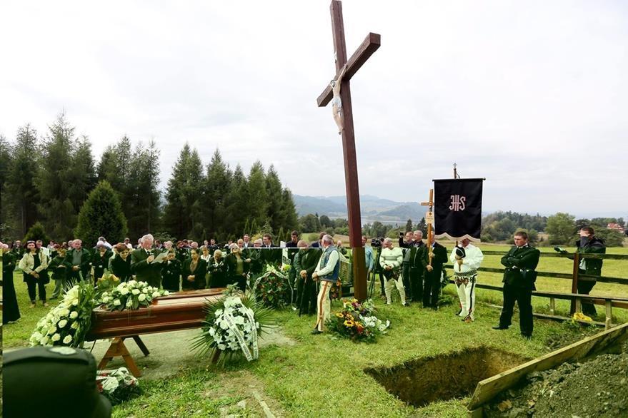 Durante la ceremonia se guardaron varios minutos de silencio y se procedió a la lectura de pasajes del Evangelio. (Foto Prensa Libre: EFE).
