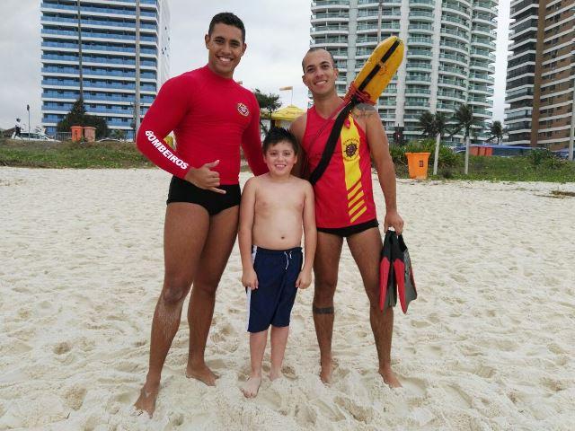 Christian García comparte con atletas españoles en las playas de Río de Janeiro. (Foto Prensa Libre: cortesía McDonald