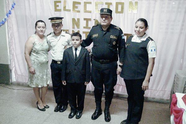 Por tercer  año consecutivo efectúa la Policía Nacional Civil, de Suchitepéquez, la actividad Niño comisario por un día. (Foto Prensa Libre: Melvin Jacinto)
