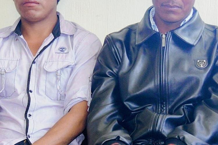 Pedro Us López y Augusto Aguaré Pérez fueron llevados a la Policía de Uspantán, Quiché. (Foto Prensa Libre: Óscar Figueroa)
