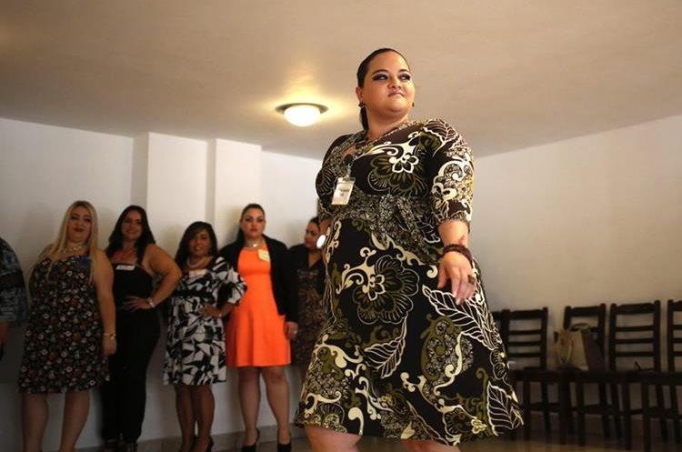 En este certamen de belleza las curvas de las tallas grandes son importantes. (Foto Prensa Libre: EFE)