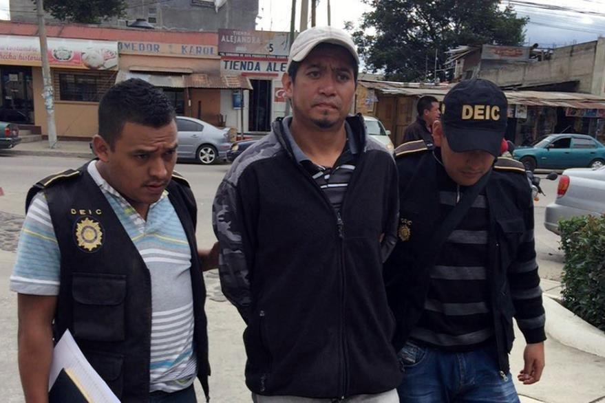 Gerson David Cua fue detenido en un predio en Cantel, donde fueron halladas evidencias. (Foto Prensa Libre: Carlos Ventura).