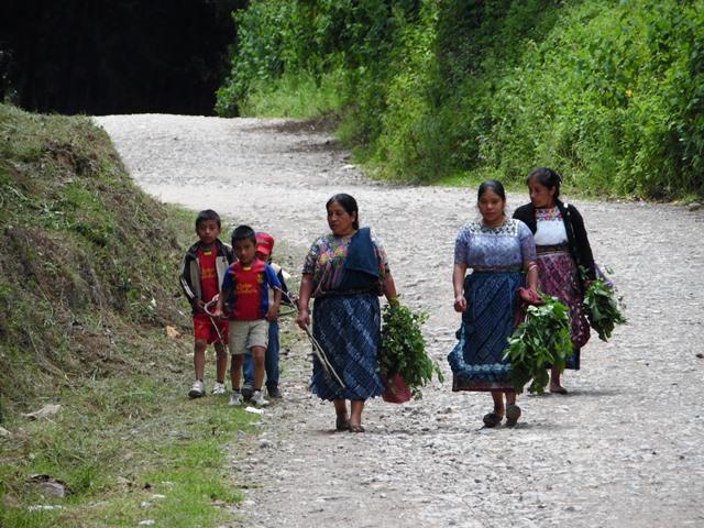 Personas del área rural tienen poco acceso a la salud. (Foto Prensa Libre: José Rosales)